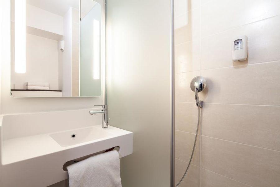B&B Hôtel Compiegne Salle de bain