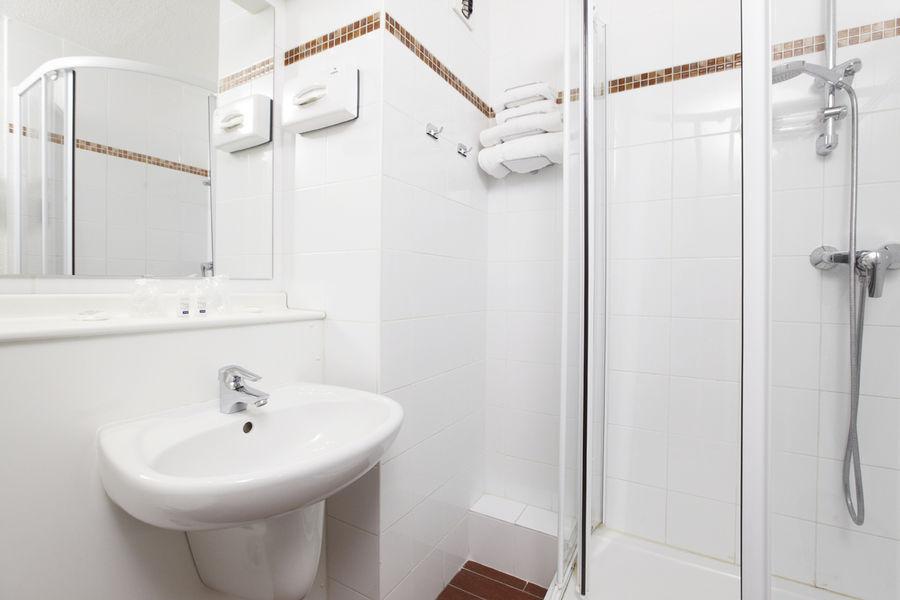 Kyriad Créteil Bonneuil Sur Marne** Salle de bain