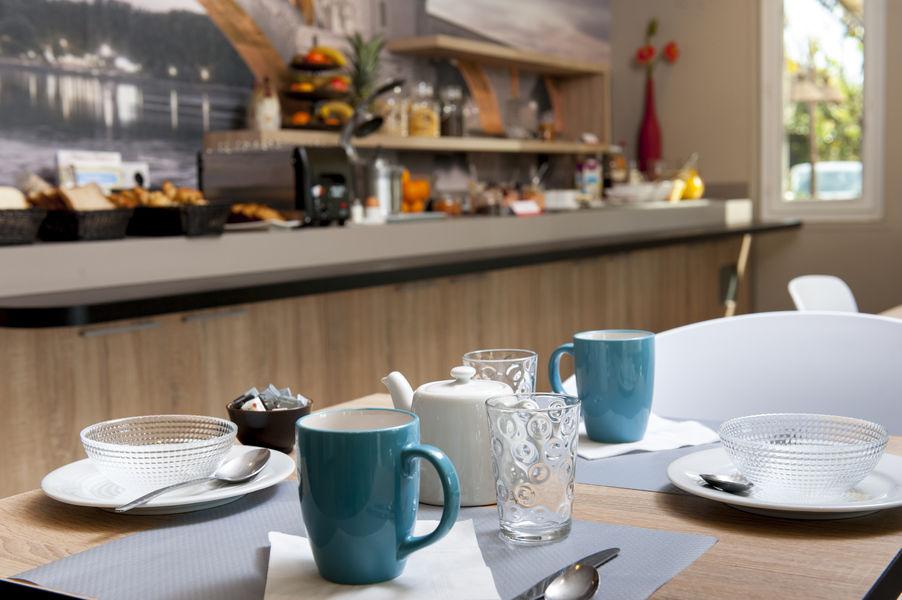 Brit Hotel Avignon Sud – Le Calendal *** Petit-déjeuner