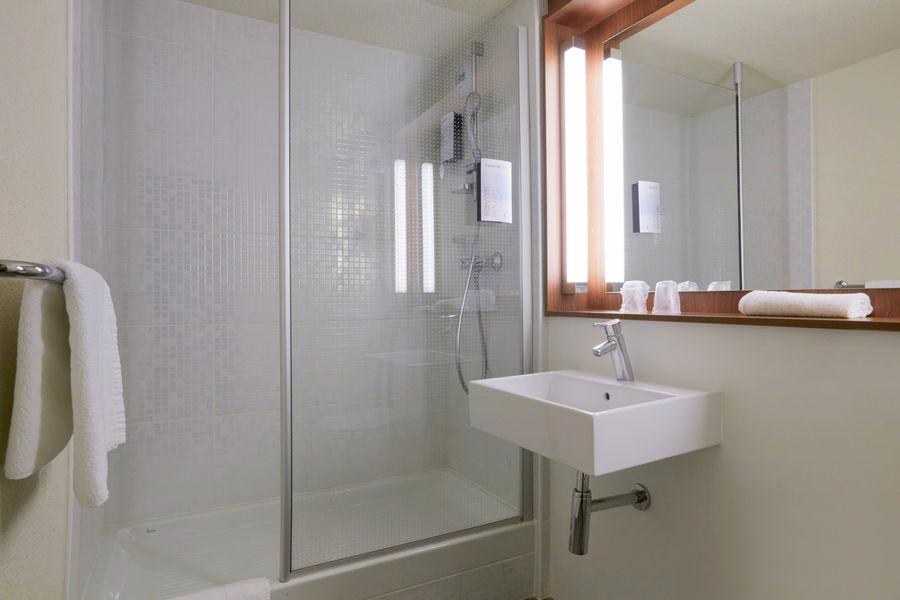 Campanile Lyon Est - L'Isle D'Abeau*** Salle de bain