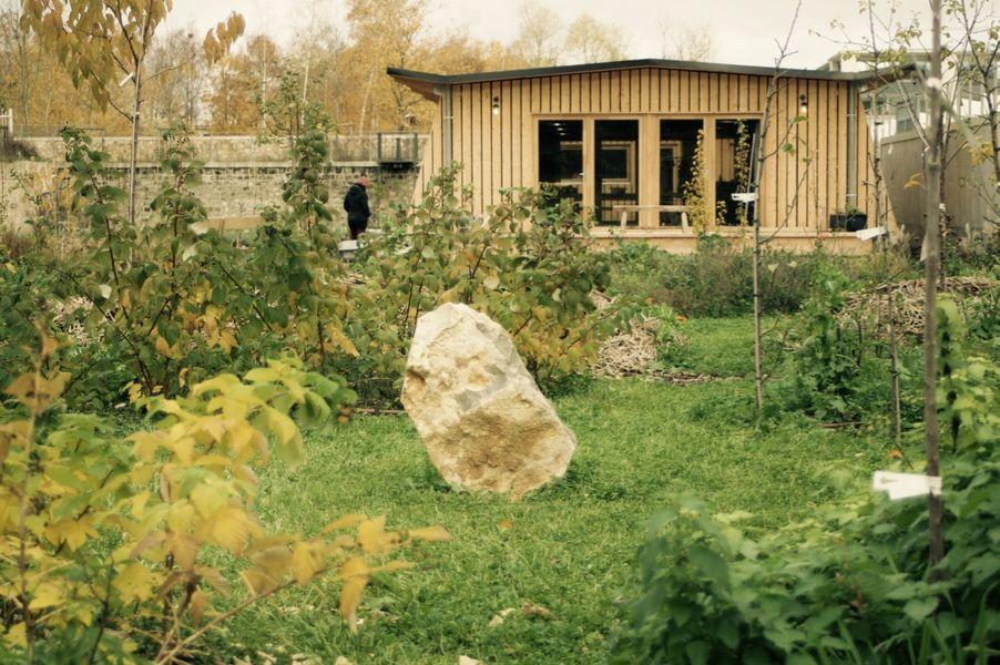Ferme Nature et Découvertes depuis la foret jardin et sa petite clairière