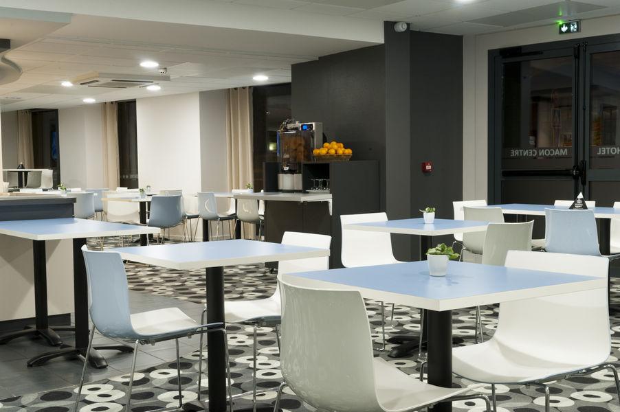 Brit Hotel Mâcon Centre Gare *** Salle petit déjeuner