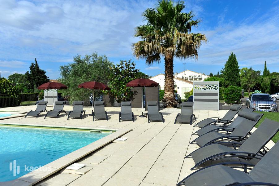 Brit Hotel Avignon Sud – Le Calendal *** Piscine