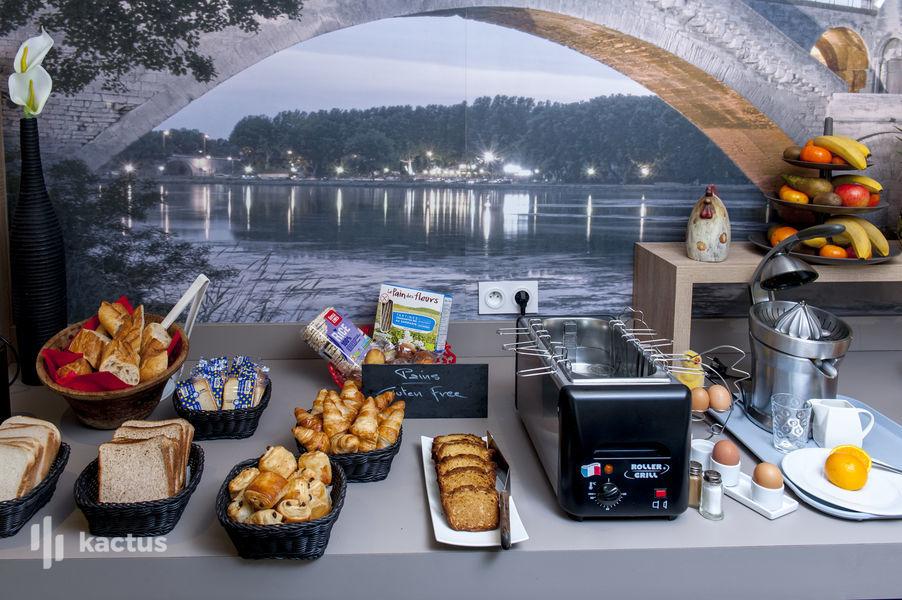 Brit Hotel Avignon Sud – Le Calendal *** Petit déjeuner buffet