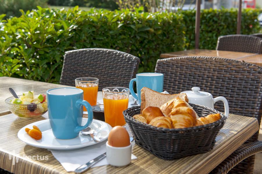 Brit Hotel Avignon Sud – Le Calendal *** Petit déjeuner sur table