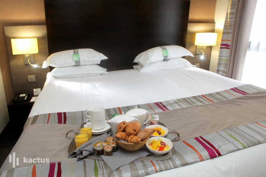 Holiday Inn Paris-Montmartre, IHG Chambre executive petit déjeuner en chambre