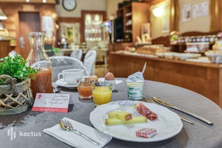 Brit Hotel Bristol Montbéliard Centre *** Petit-déjeuner sur table
