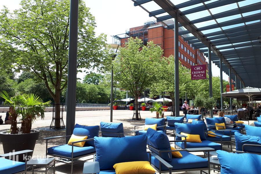 Crowne Plaza Lyon Cité Internationale ****, IHG Bar Le Lounge - Terrasse privatisable ou semi-privatisable