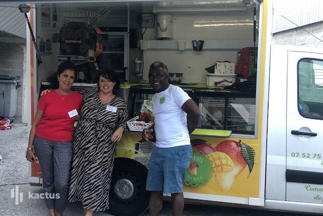 Oobee coworking & comeeting Fruit Truck