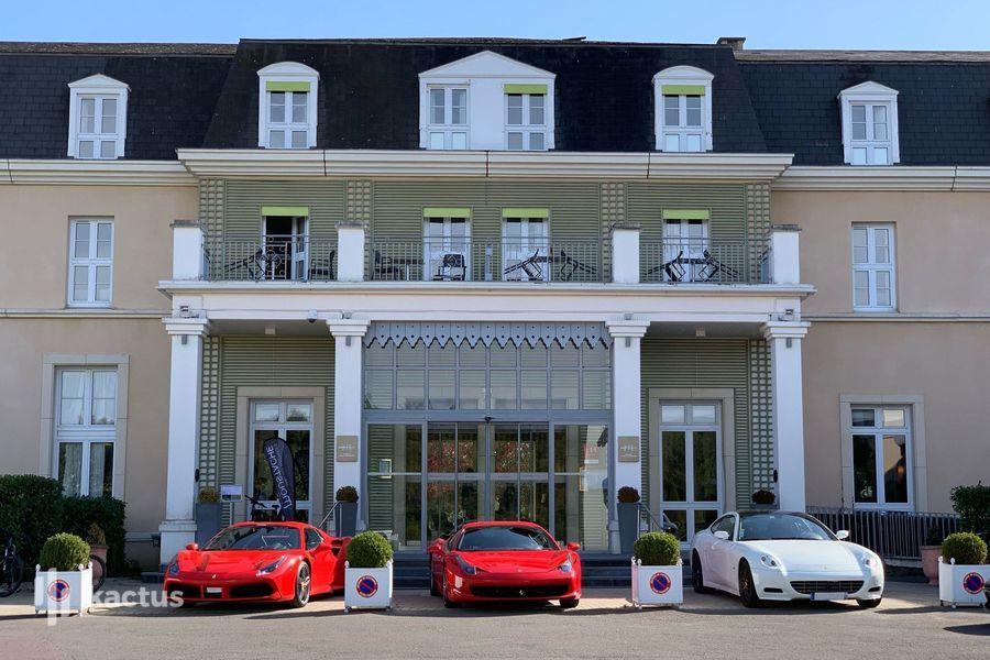 Mercure Chantilly Resort & Conventions  Entrée de l'hôtel