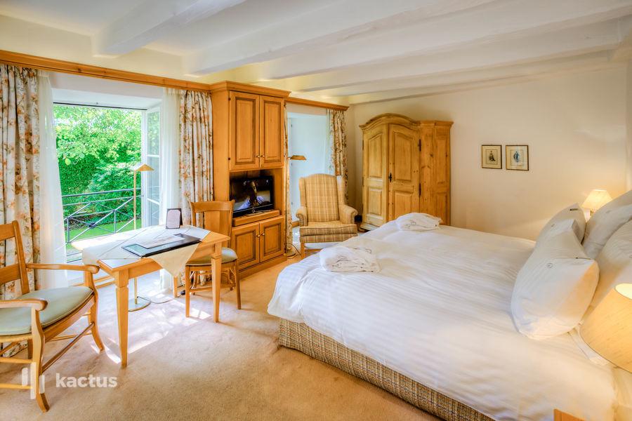 Hôtel À La Cour d'Alsace **** chambre catégorie deluxe vue jardin