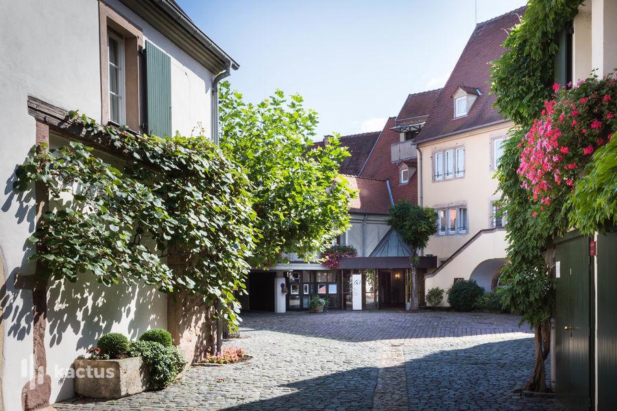 Hôtel À La Cour d'Alsace **** Cour dîmière et entrée de l'hôtel