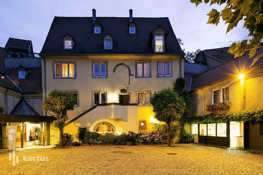 Hôtel À La Cour d'Alsace **** Bâtiment principal de nuit