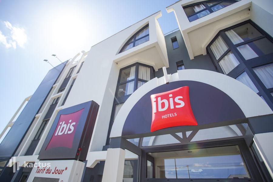 IBIS ROUGE TOURS Façade