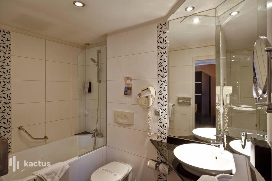 Kyriad Lyon Sud Saint Genis Laval *** Salle de bain