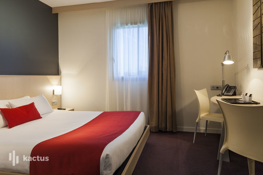 SURE HOTEL BY BEST WESTERN NANTES BEAUJOIRE *** Chambre lit double