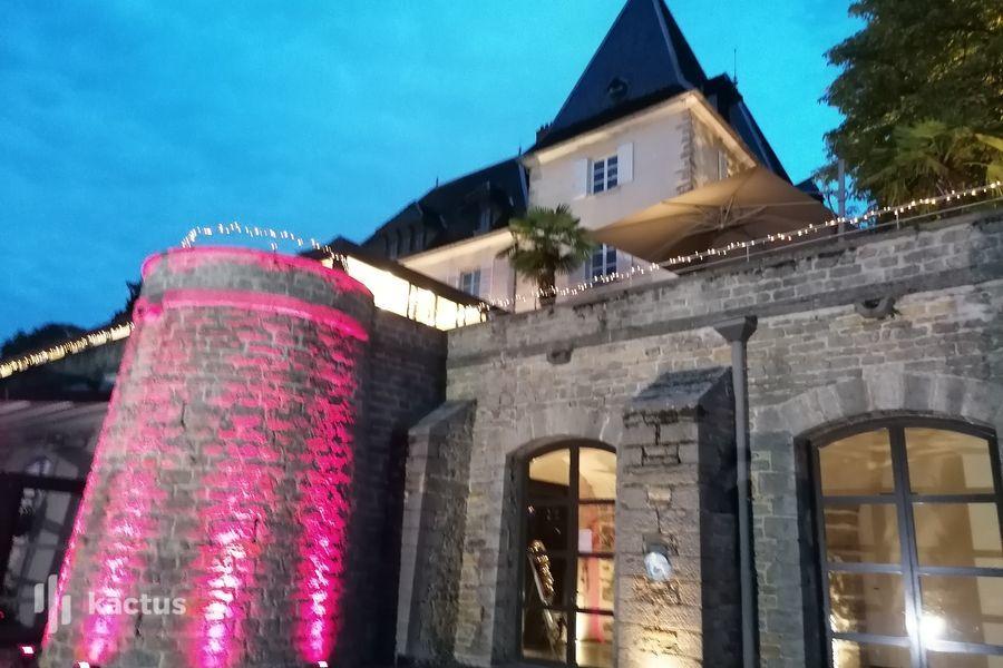 Château de Sans Souci Contreforts du Château illuminés