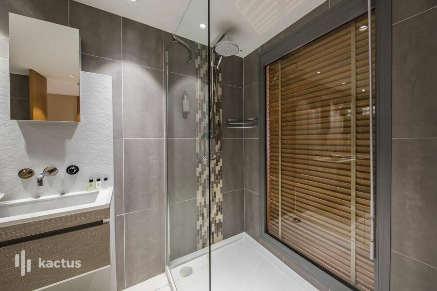 Hôtel Restaurant Dolce Vita **** Hôtel Restaurant Dolce Vita **** _chambre double supérieure vue mer salle de bain