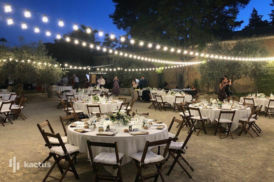 Domaine de la Grangette repas dans la cour la nuit