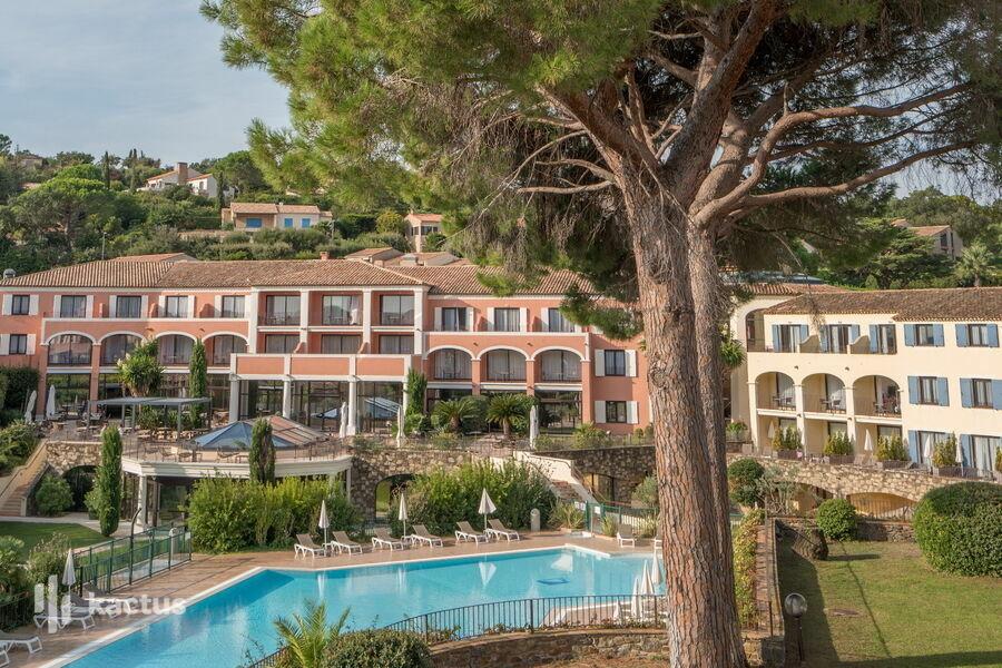 Hôtel Les Jardins de Sainte Maxime *** Hôtel vue depuis la Bastide