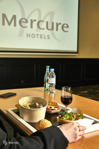 Mercure Beaune Centre **** Plateaux repas en salle de réunion