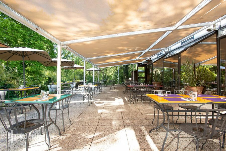 Novotel Pont De L'Arc Fenouilleres **** Terrasse restaurant